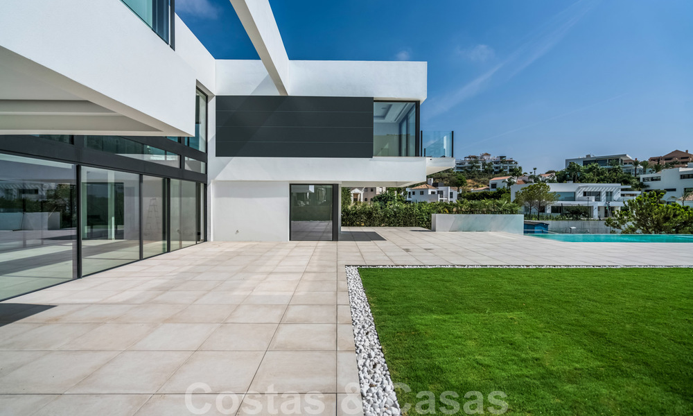 Ready to move in new modern luxury villa for sale, located directly on the golf course in Marbella - Benahavis 25868