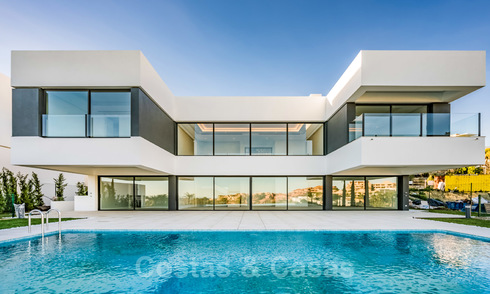 Ready to move in new luxury villa for sale, designed under a symmetrical architecture with modern lines, with golf and sea views in Marbella - Benahavis 25879