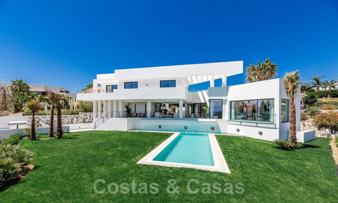 Modern villa with sea view for sale in Los Flamingos Golf in Marbella - Benahavis 26000
