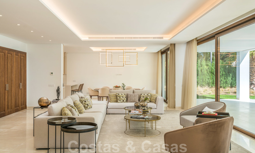 Move in ready, modern beachside villa for sale in the prestigious Guadalmina Baja in Marbella 26073