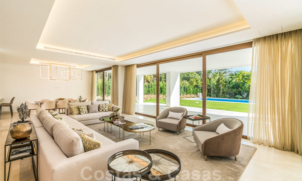 Move in ready, modern beachside villa for sale in the prestigious Guadalmina Baja in Marbella 26074