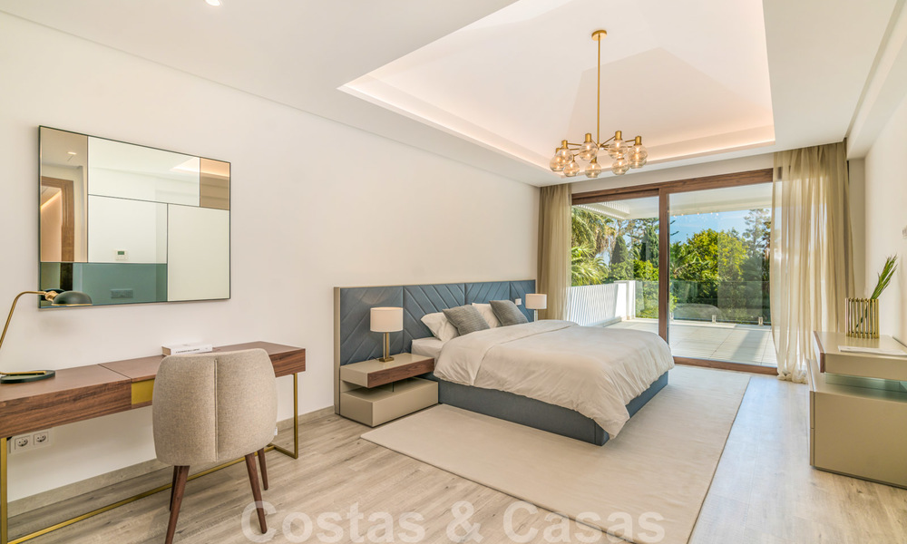 Move in ready, modern beachside villa for sale in the prestigious Guadalmina Baja in Marbella 26083