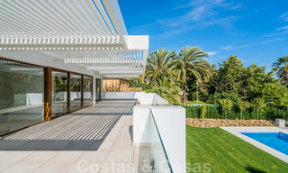 Move in ready, modern beachside villa for sale in the prestigious Guadalmina Baja in Marbella 26084