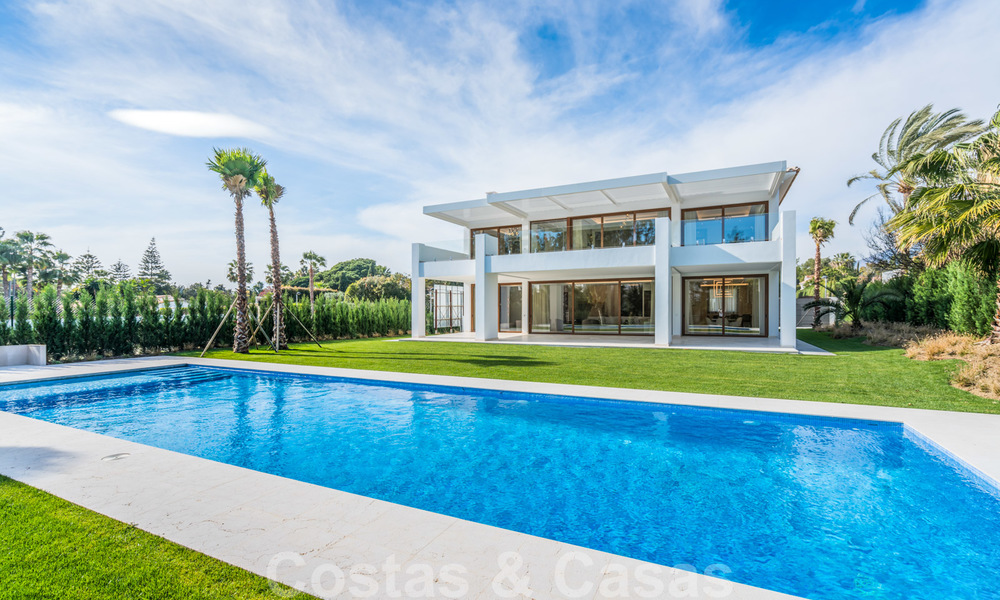 Move in ready, modern beachside villa for sale in the prestigious Guadalmina Baja in Marbella 26087
