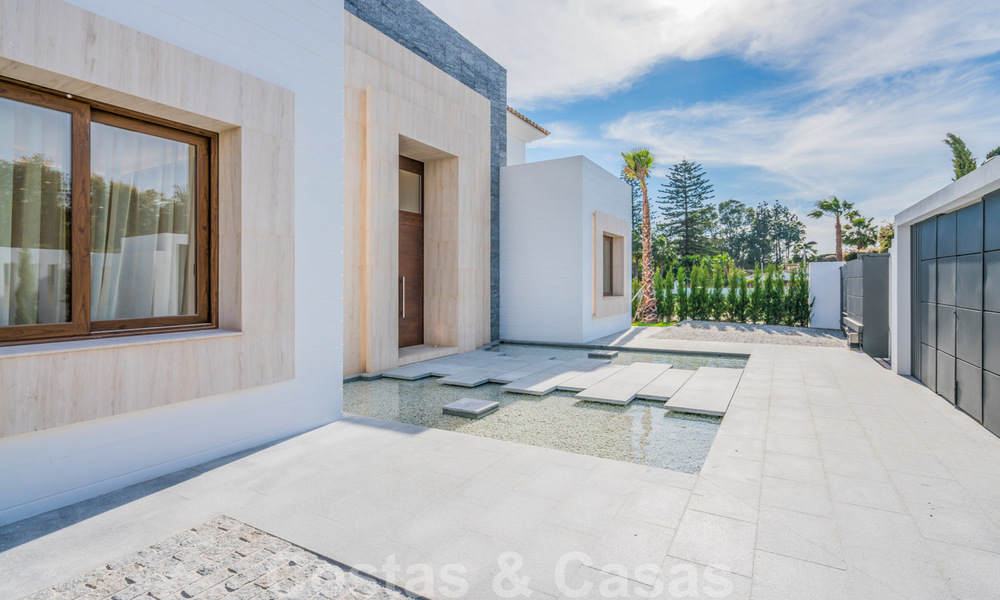 Move in ready, modern beachside villa for sale in the prestigious Guadalmina Baja in Marbella 26088