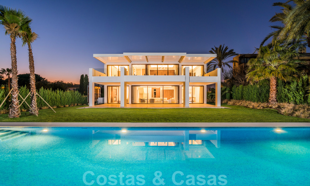 Move in ready, modern beachside villa for sale in the prestigious Guadalmina Baja in Marbella 26104