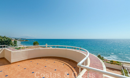 Penthouse apartment for sale, first line beach with panoramic sea view in Estepona 26177