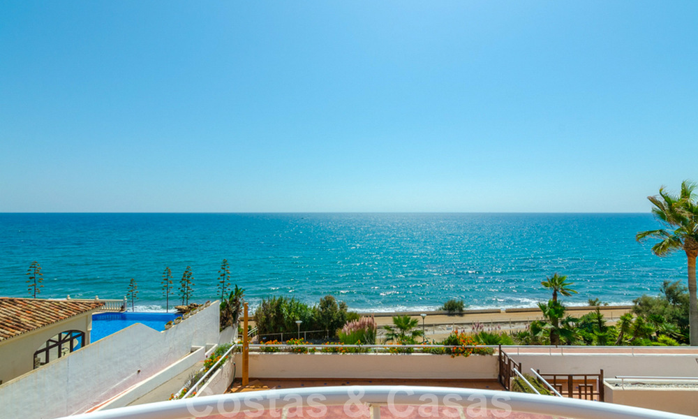 Penthouse apartment for sale, first line beach with panoramic sea view in Estepona 26180