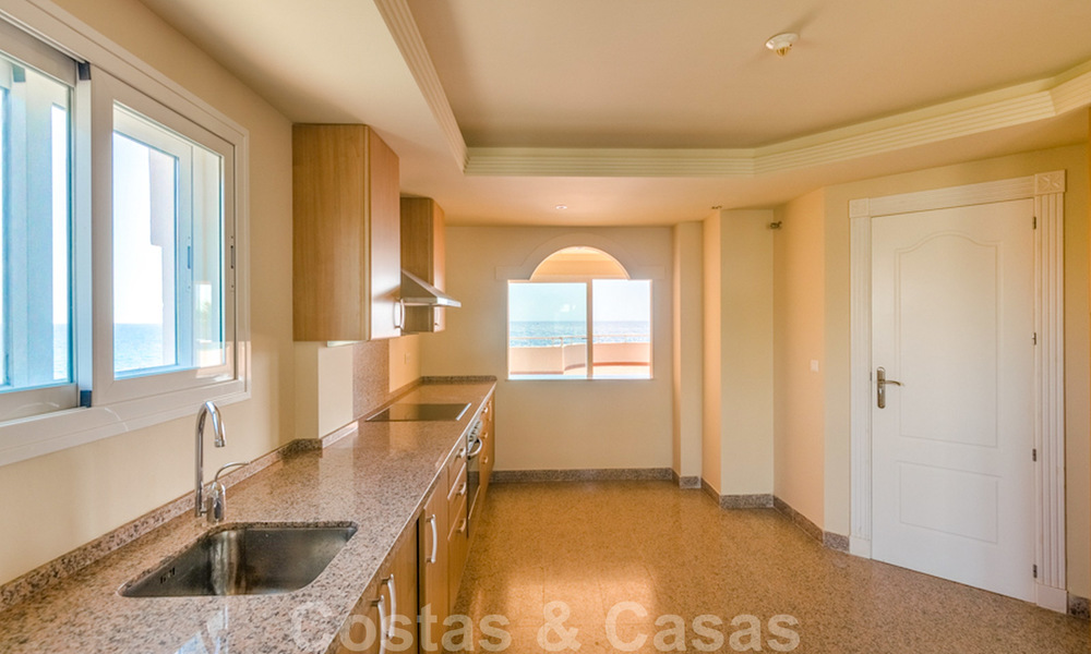 Penthouse apartment for sale, first line beach with panoramic sea view in Estepona 26187