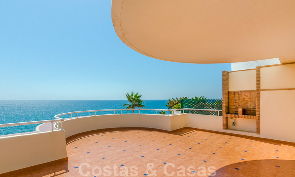 Penthouse apartment for sale, first line beach with panoramic sea view in Estepona 26188
