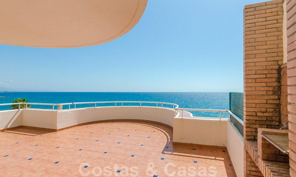Penthouse apartment for sale, first line beach with panoramic sea view in Estepona 26192