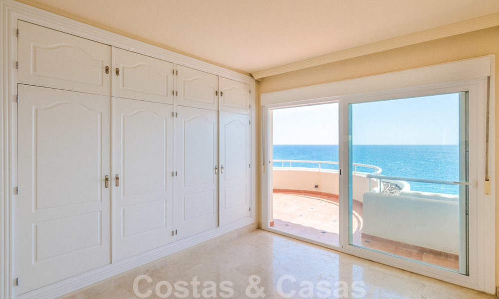 Penthouse apartment for sale, first line beach with panoramic sea view in Estepona 26194
