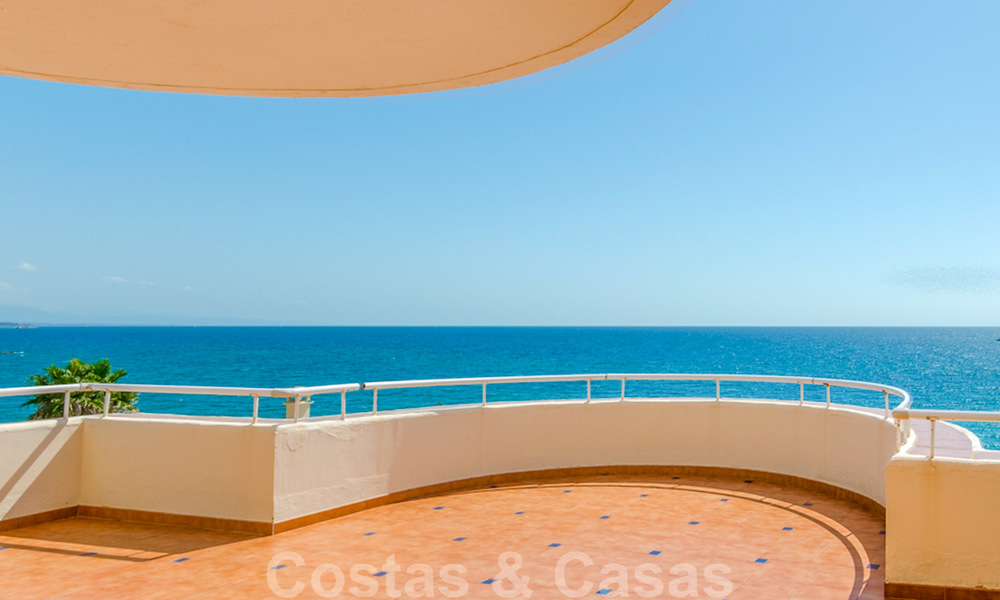 Penthouse apartment for sale, first line beach with panoramic sea view in Estepona 26197