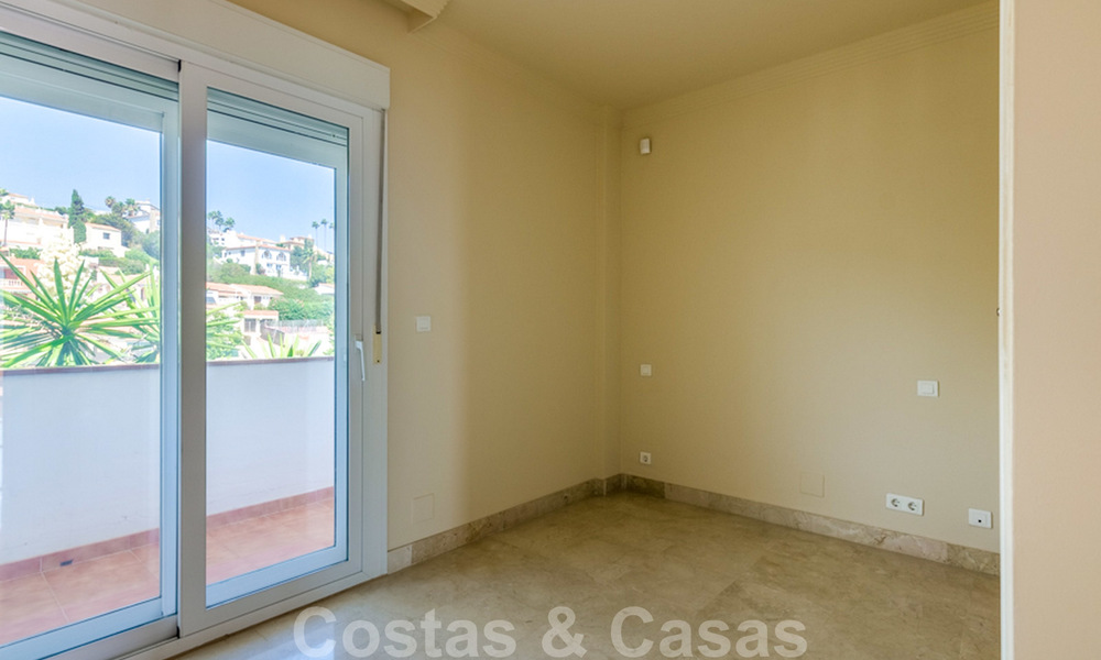 Penthouse apartment for sale, first line beach with panoramic sea view in Estepona 26198