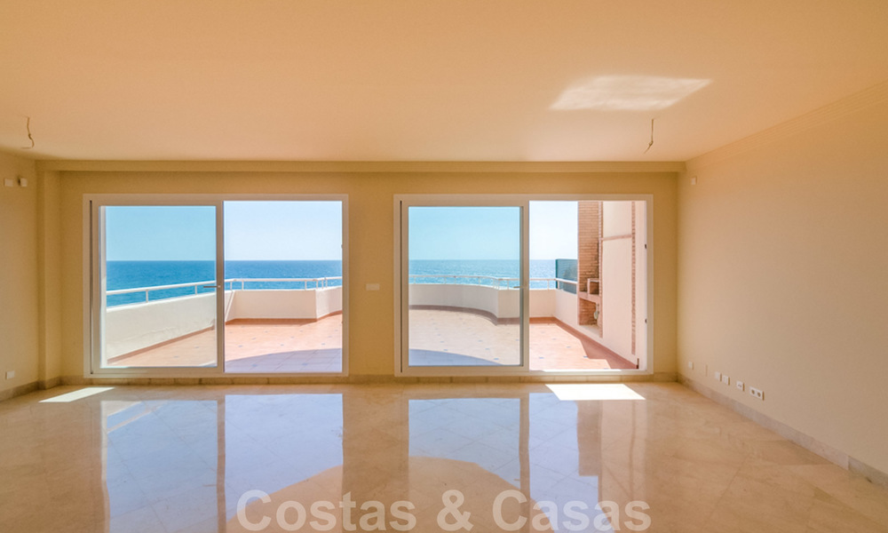 Penthouse apartment for sale, first line beach with panoramic sea view in Estepona 26200