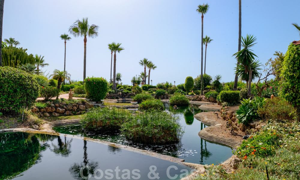 Luxury apartment for sale with open garden and sea views in a first line beach complex, on the New Golden Mile between Marbella and Estepona 26846