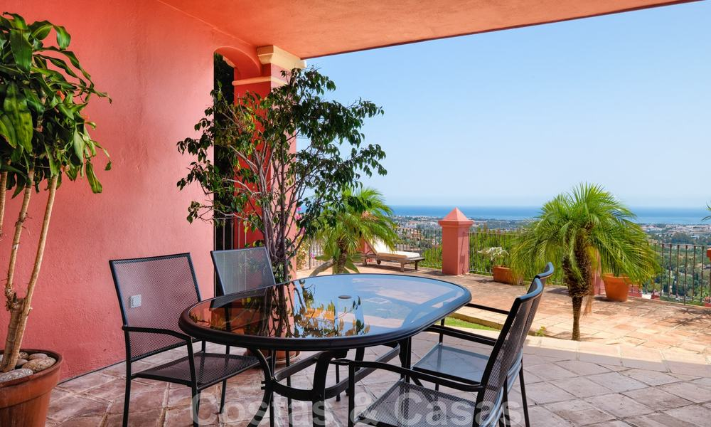 Spacious apartment with a large terrace and private garden with panoramic views of the coast and the sea in Benahavis - Marbella 27116