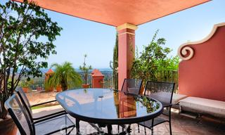 Spacious apartment with a large terrace and private garden with panoramic views of the coast and the sea in Benahavis - Marbella 27117