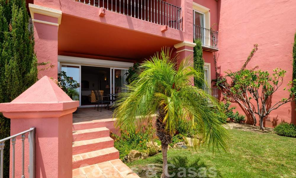 Spacious apartment with a large terrace and private garden with panoramic views of the coast and the sea in Benahavis - Marbella 27120