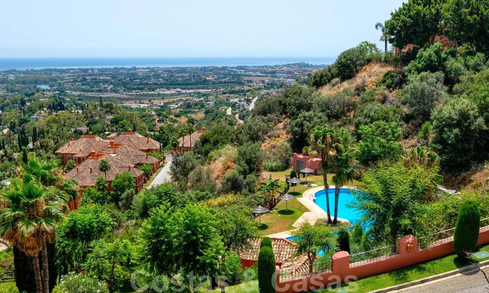 Spacious apartment with a large terrace and private garden with panoramic views of the coast and the sea in Benahavis - Marbella 27122