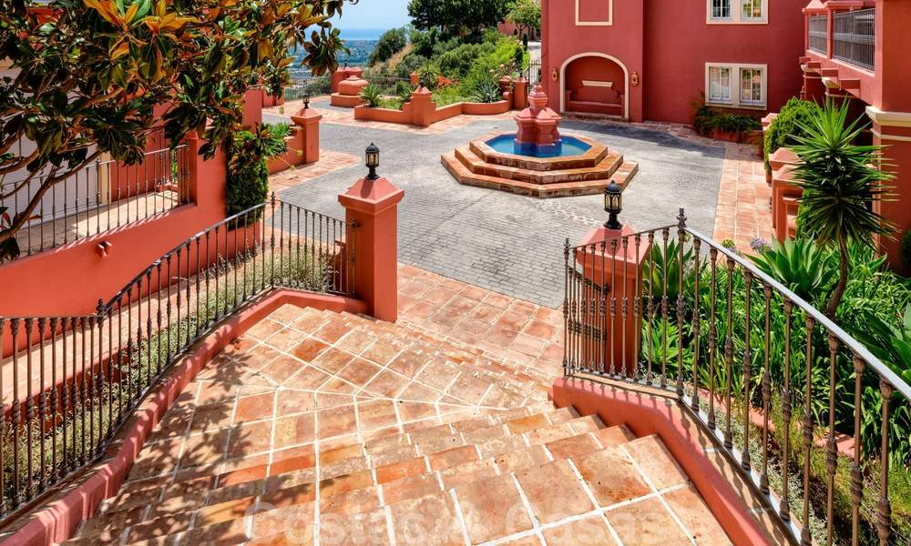 Spacious apartment with a large terrace and private garden with panoramic views of the coast and the sea in Benahavis - Marbella 27124