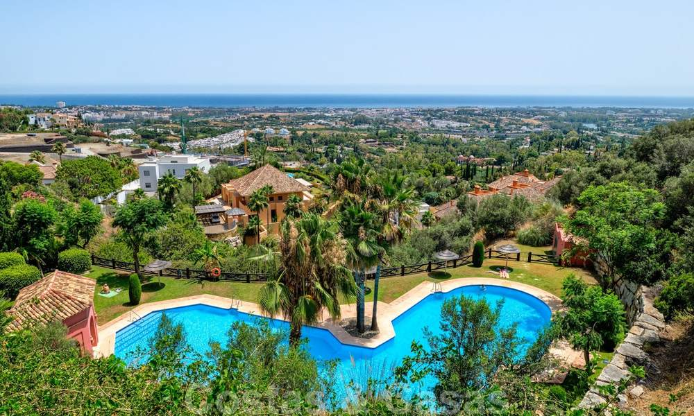 Spacious apartment with a large terrace and private garden with panoramic views of the coast and the sea in Benahavis - Marbella 27126