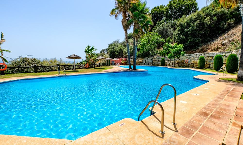 Spacious apartment with a large terrace and private garden with panoramic views of the coast and the sea in Benahavis - Marbella 27127