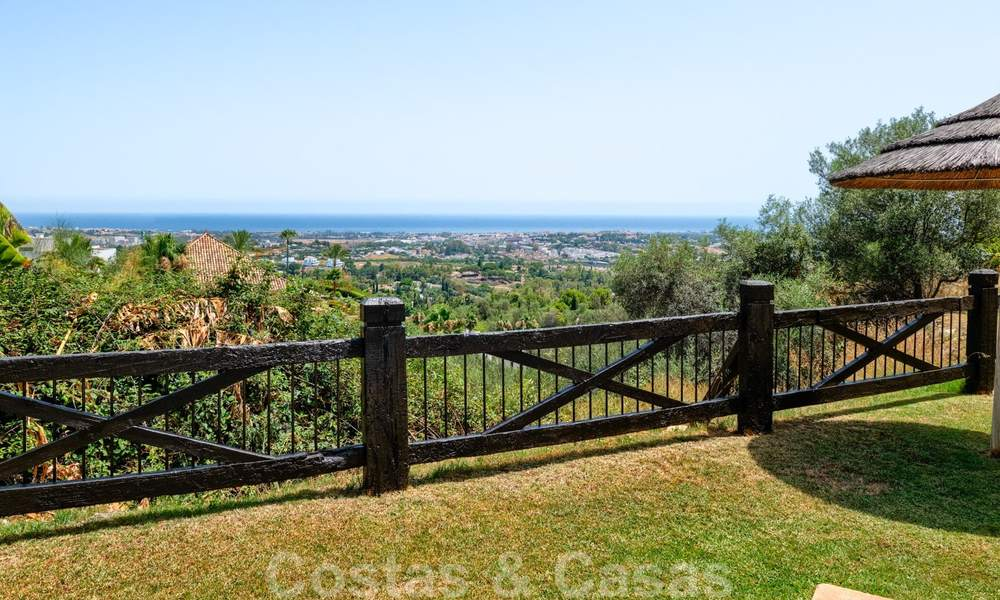 Spacious apartment with a large terrace and private garden with panoramic views of the coast and the sea in Benahavis - Marbella 27129