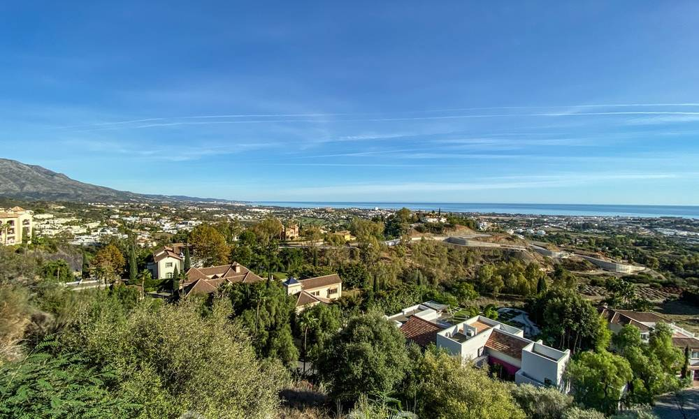 Ready to move into, spacious apartment with panoramic views of the coast and the Mediterranean Sea in Benahavis - Marbella 27338