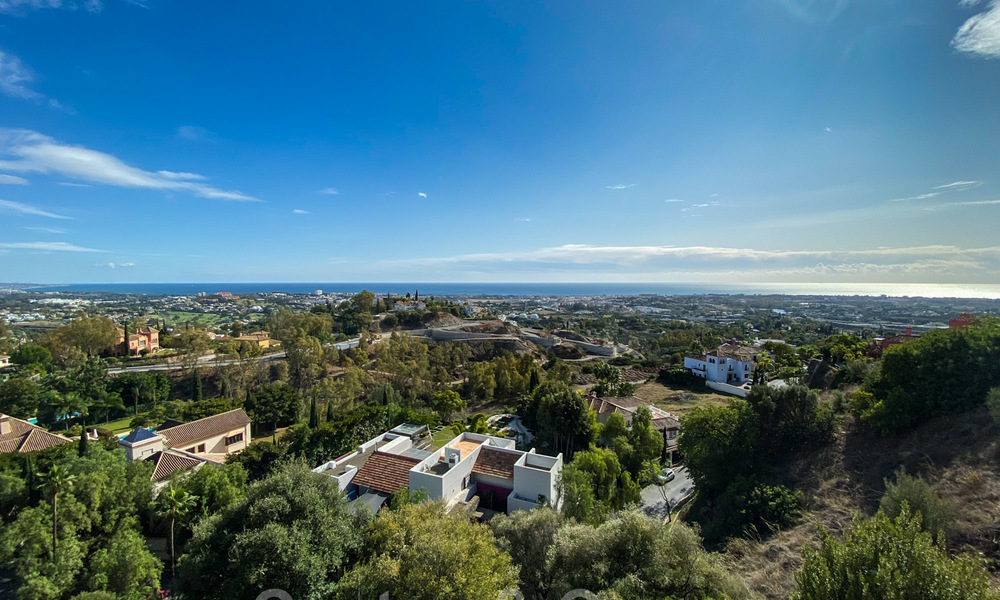 Ready to move into, spacious apartment with panoramic views of the coast and the Mediterranean Sea in Benahavis - Marbella 27339
