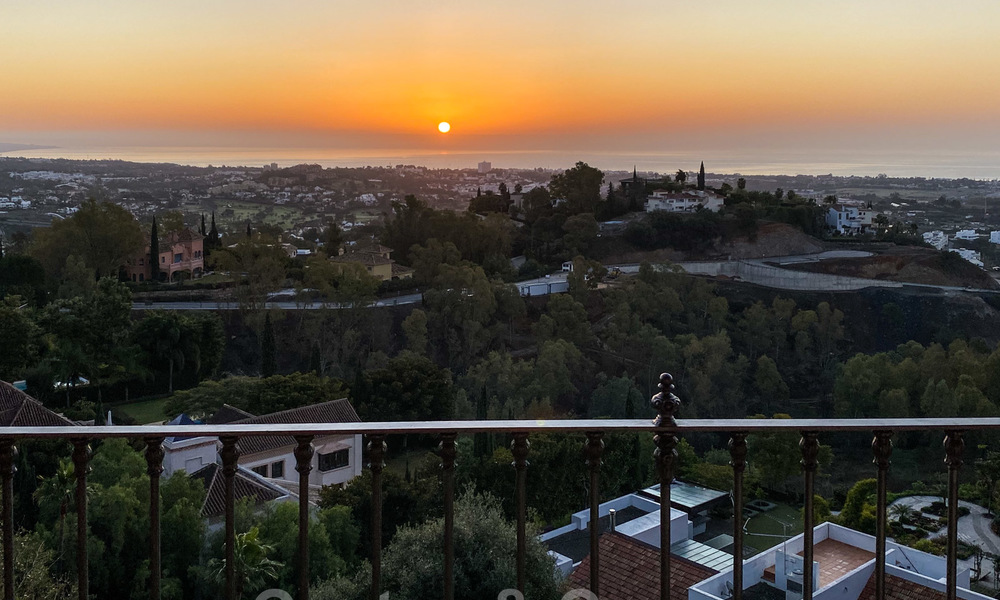 Ready to move into, spacious apartment with panoramic views of the coast and the Mediterranean Sea in Benahavis - Marbella 27341