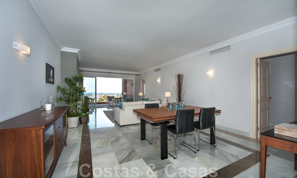 Ready to move into, spacious apartment with panoramic views of the coast and the Mediterranean Sea in Benahavis - Marbella 27348