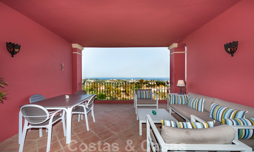 Ready to move into, spacious apartment with panoramic views of the coast and the Mediterranean Sea in Benahavis - Marbella 27352