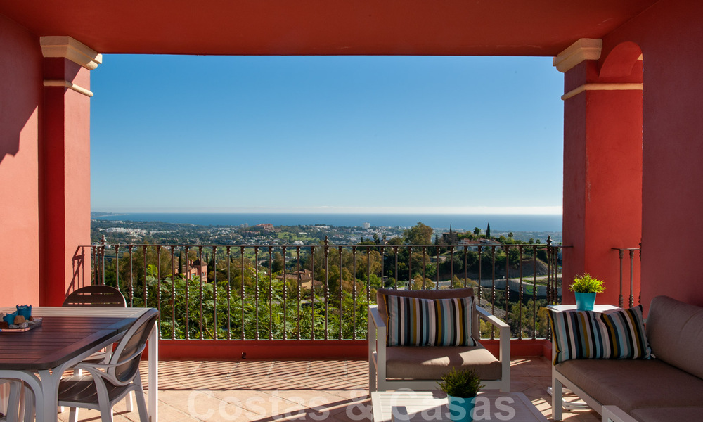 Ready to move into, spacious apartment with panoramic views of the coast and the Mediterranean Sea in Benahavis - Marbella 31020