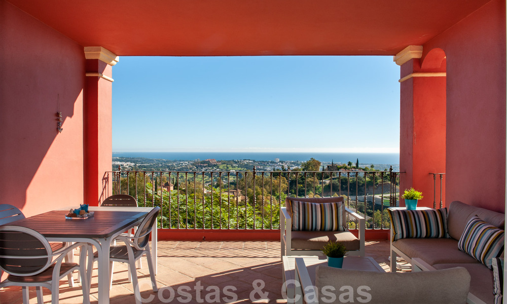 Ready to move into, spacious apartment with panoramic views of the coast and the Mediterranean Sea in Benahavis - Marbella 31021