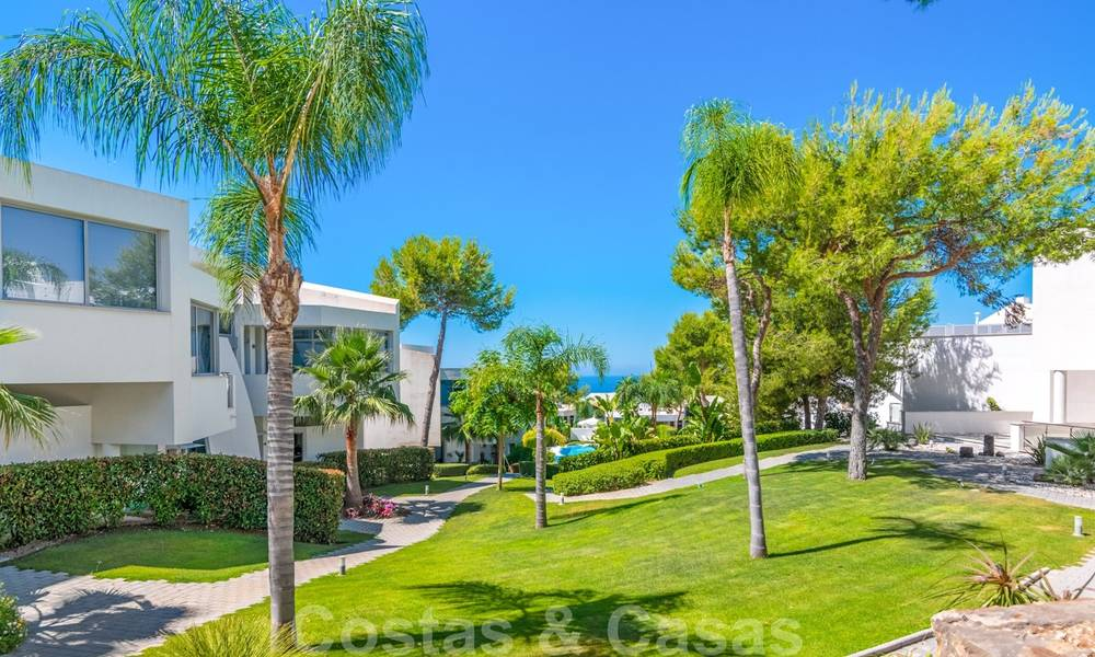 Modern luxury corner house with sea view for sale in the exclusive Sierra Blanca, Marbella 27157