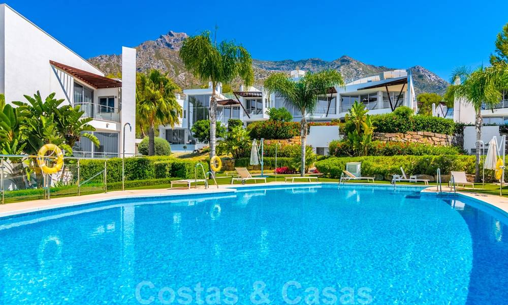 Modern luxury corner house with sea view for sale in the exclusive Sierra Blanca, Marbella 27159