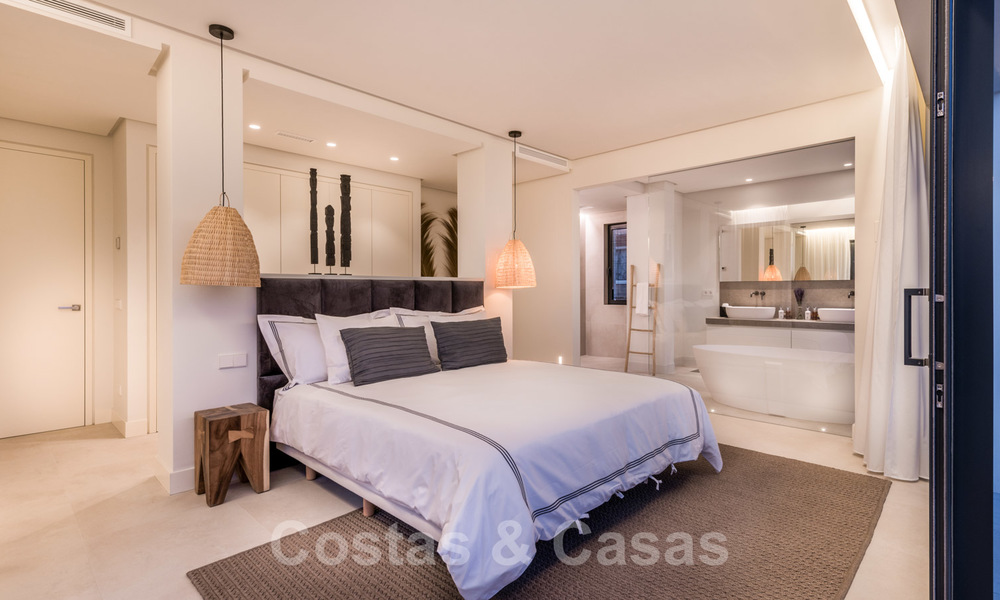 Ready to move in contemporary Mediterranean villa with sea views for sale at a short walking distance to the beach and all amenities, beach side Elviria in Marbella 27551