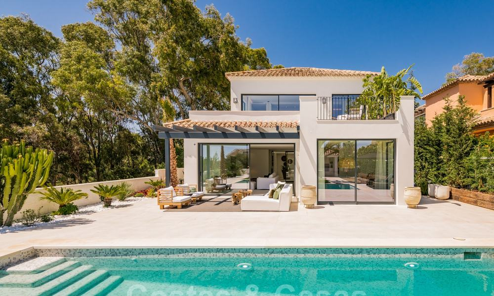 Ready to move in contemporary Mediterranean villa with sea views for sale at a short walking distance to the beach and all amenities, beach side Elviria in Marbella 27562