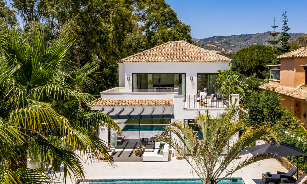 Ready to move in contemporary Mediterranean villa with sea views for sale at a short walking distance to the beach and all amenities, beach side Elviria in Marbella 27571