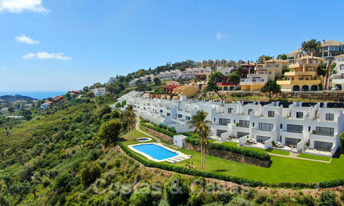 New modern houses for sale with panoramic mountain and sea views in an urbanization surrounded by nature in Marbella East 27574
