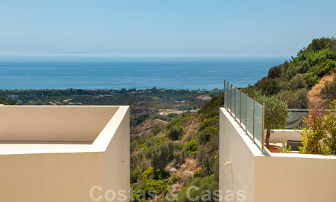 Timeless modern apartment for sale in Marbella with sea view 27987
