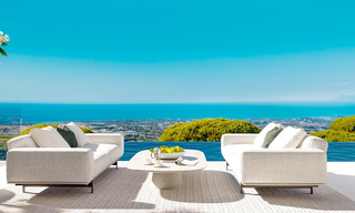 New modern luxury villas for sale with spectacular views of the golf, the lake and the Mediterranean to Africa, in a gated golf resort in Benahavis - Marbella 27931