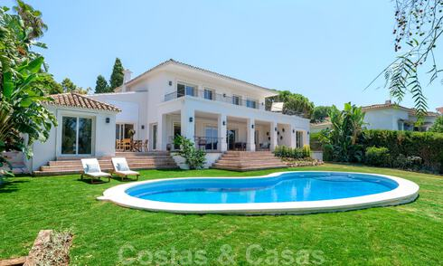 For sale, frontline golf villa, tastefully renovated in sought after, quiet neighbourhood in Guadalmina - Marbella 29215