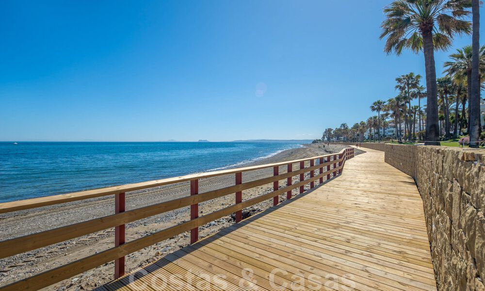 Spacious luxury corner apartment for sale in frontline beach complex within walking distance of Estepona centre 29664