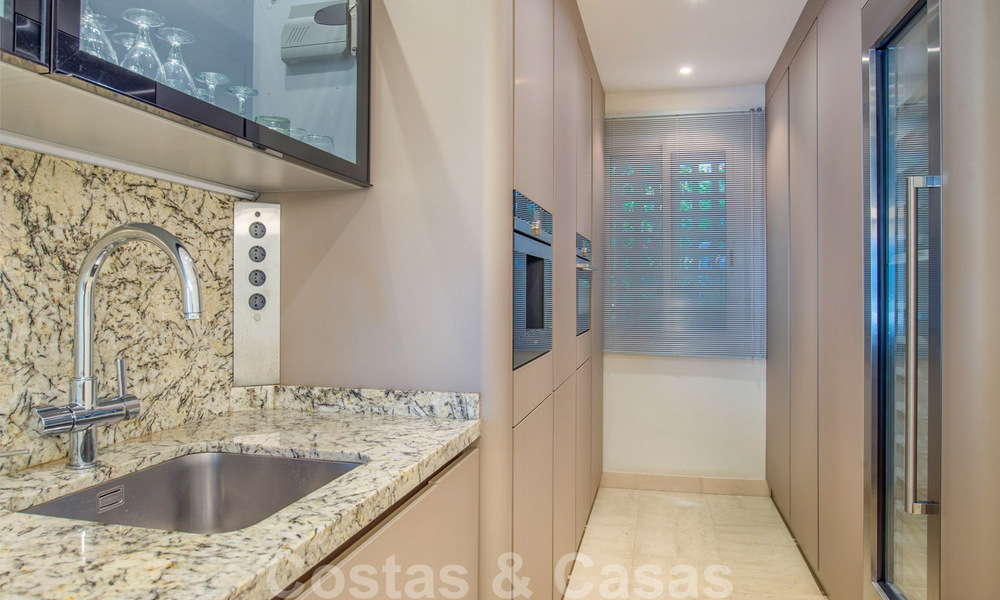 Spacious luxury corner apartment for sale in frontline beach complex within walking distance of Estepona centre 29670