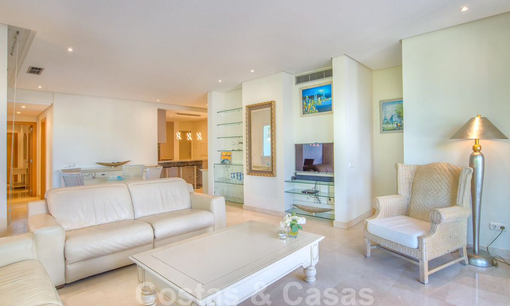 Spacious luxury corner apartment for sale in frontline beach complex within walking distance of Estepona centre 29676