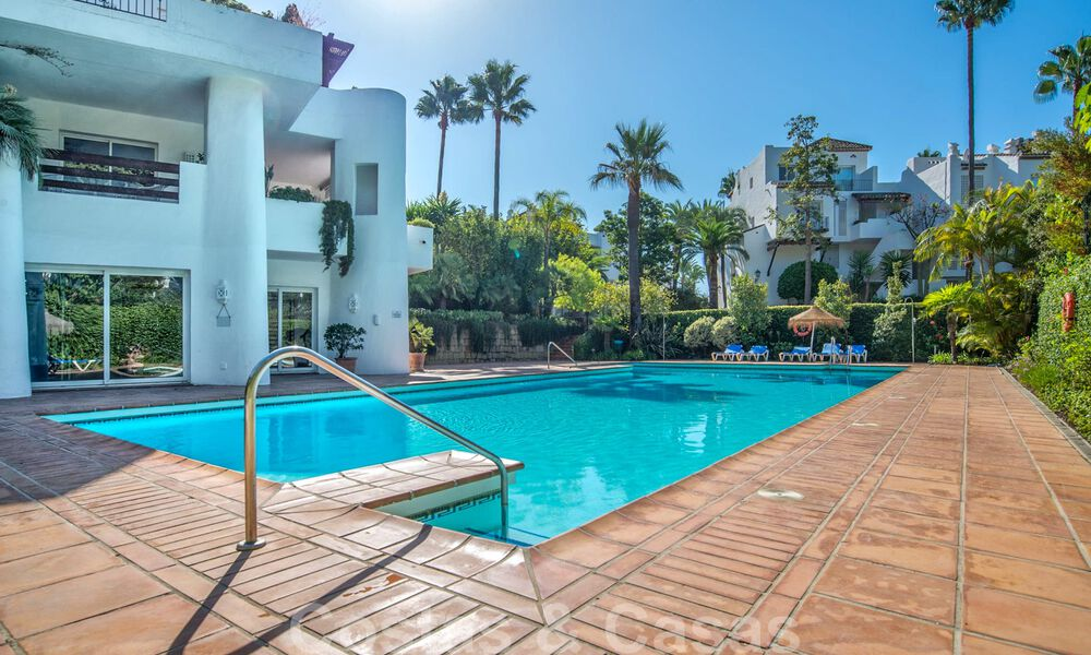 Spacious luxury corner apartment for sale in frontline beach complex within walking distance of Estepona centre 29678