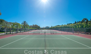 Spacious luxury corner apartment for sale in frontline beach complex within walking distance of Estepona centre 29681