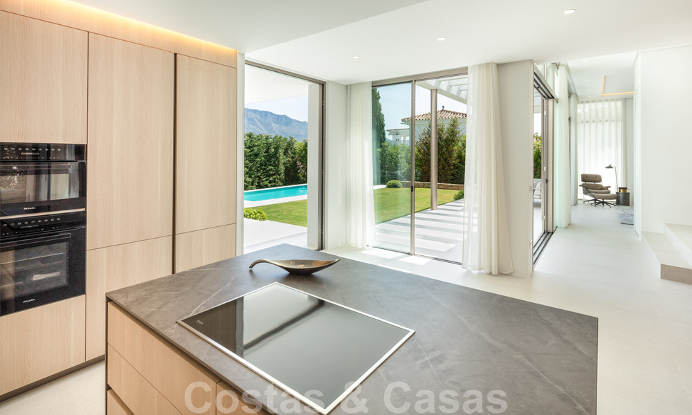 Elegant new built villa for sale with beautiful views of the La Concha mountain in Nueva Andalucia - Marbella 30068